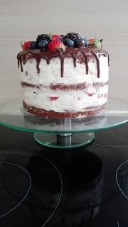 Naked Cake mit Mascarpone und Früchten
