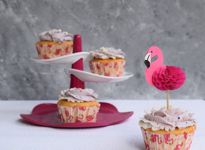 Cupcakes mit Überraschung und Frischkäse-Topping