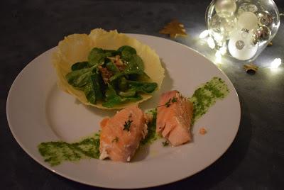 Lauwarmer Lachs mit Feldsalatpesto