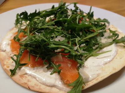 Lachs-Rucola Pizza-Wrap