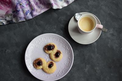 Mandel-Amarena Kekse
