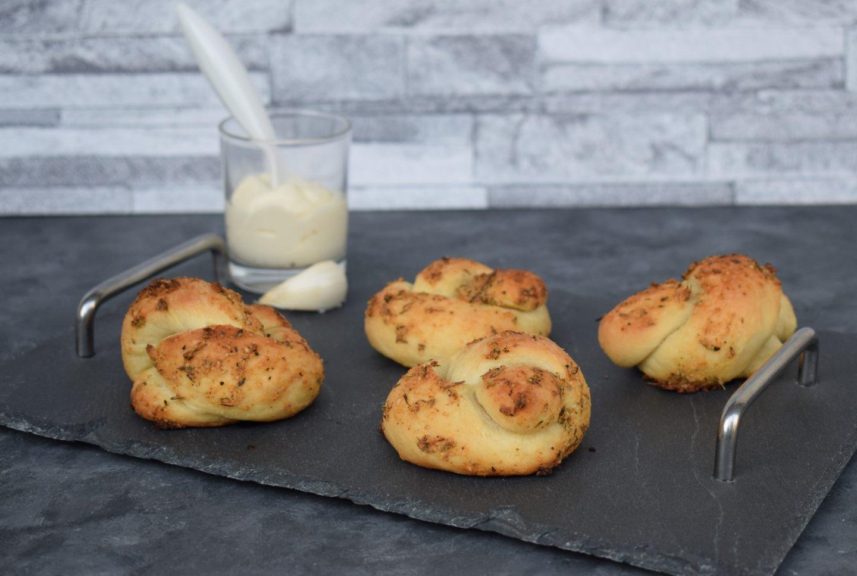 Knoblauch Parmesan Knoten