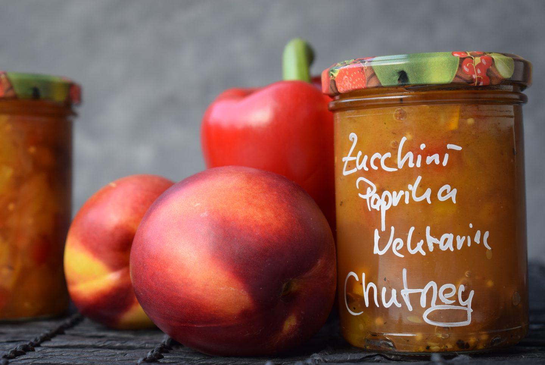 Chutney mit Zucchini, Paprika und Nektarine