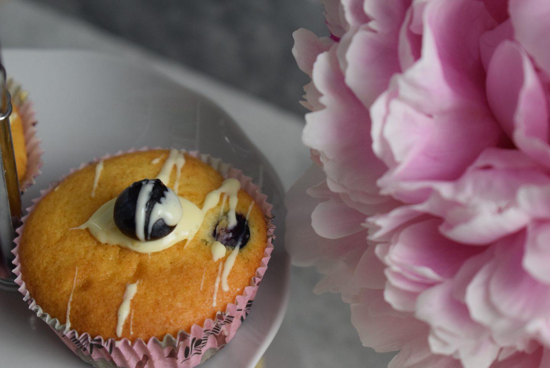 Heidelbeer-Tonka Muffins mit weißer Schokolade