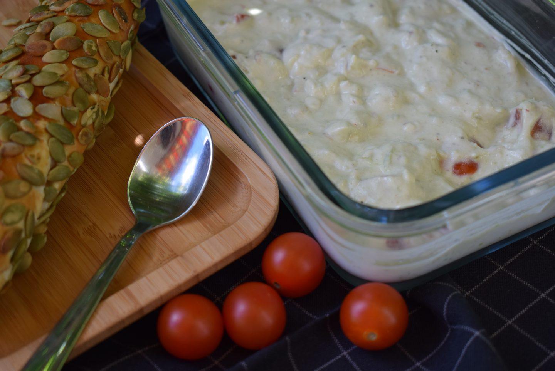 Joghurt Dip mit Tomate und Avocado