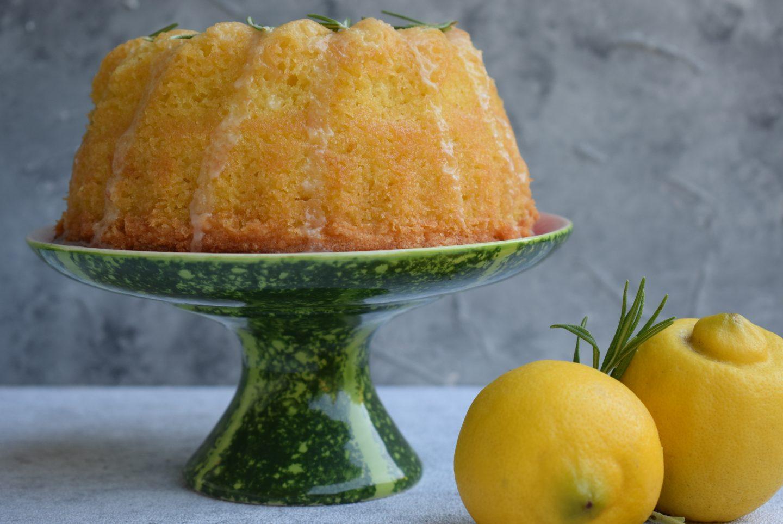 Zitronen-Rosmarin Guglhupf