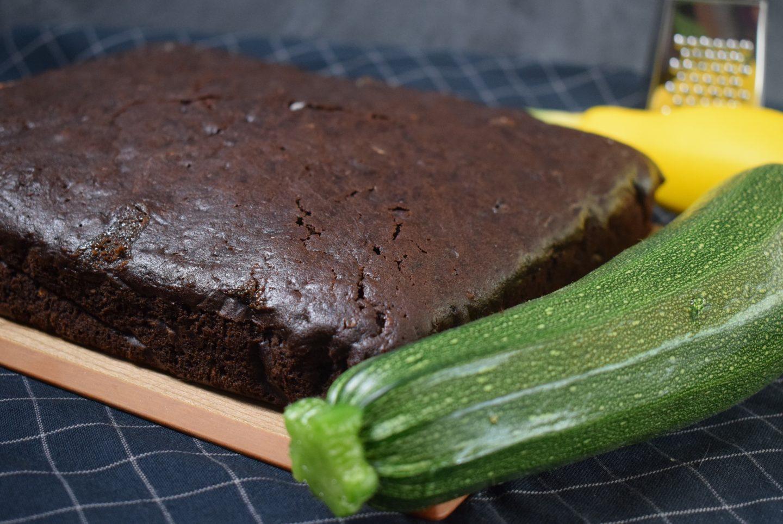 Zucchini Brownie mit weißer Schokolade und leichten Kaffeearoma