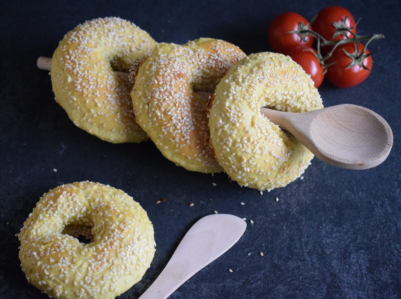 Curry-Sesam Bagels aus Dinkelmehl